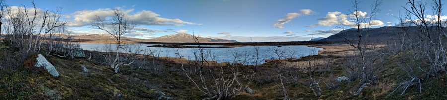 A shallow post-glacial lake, Villasjön, where we measured the eddy covariance fluxes of VOCs, near Abisko (Sweden)
