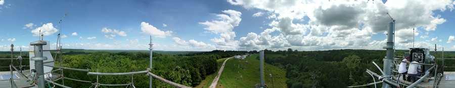 Panoramic view from the top of the tower in Alabama (USA); on the right-hand corner you can see us working on the instruments